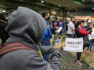 Passageiros foram surpreendidos pela greve nas estações do Metrô - Rivaldo Gomes/Folhapress