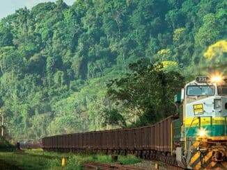 Trem de minério em operação na Estrada de Ferro Vitória a Minas