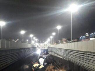 Passageiros tiveram que desembarcar, na noite de sexta-feira, devido a um princípio de incêndio em canal de cabos. Ninguém ficou ferido Foto de leitor