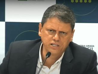 O programa Pânico recebeu nesta quinta-feira, 23, o ministro da Infraestrutura Tarcísio Gomes de Freitas - Reprodução/Pânico