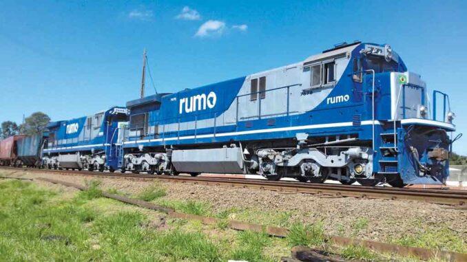 A Rumo tem as operações divididas nas regiões Norte, Sul e Central, e seus trens trafegam por mais de 14 mil quilômetros de trilhos em nove estados. (Crédito: Divulgação)