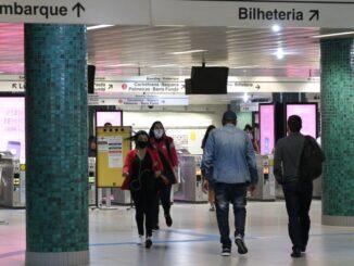 Quem tiver adquirido os antigos bilhetes de papel nas bilheterias físicas poderá utilizar normalmente nas catracas - Foto: Rovena Rosa/Agência Brasil